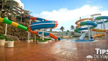 Disfruta los divertidos toboganes de Crown Paradise Club Cancún