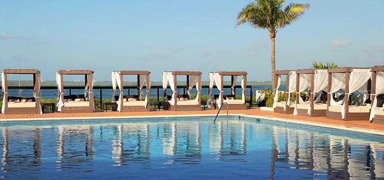 Relájate en nuestra piscina Club Caribe