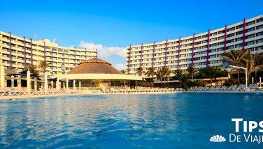Disfruta las áreas solo adultos en Crown Club Cancún