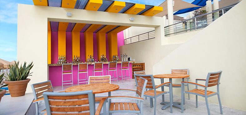Bar de playa en Crown Paradise Club Cancún