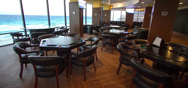 Bar Trafalgar en Crown Paradise Club Cancún