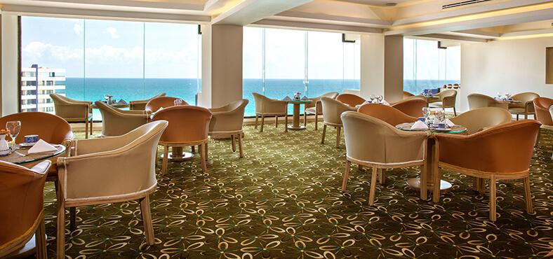 Bar Crown Club Lounge en Crown Paradise Club Cancún