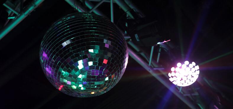 Noches inolvidables llenas de ritmo en Crown Paradise Club Cancún